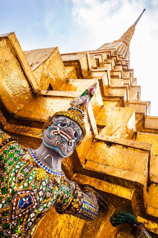Download Stupa et démon photo stock. Image du culture, southeast - 45360176