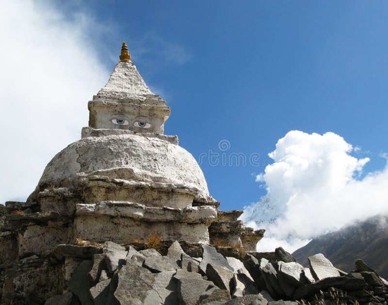 Stupa in Himalaja lizenzfreies stockfoto