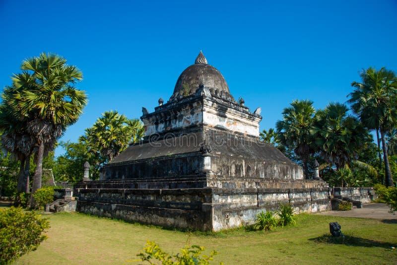 Stupa Luang Prabang laos royaltyfri fotografi
