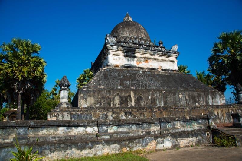 Stupa Luang Prabang laos royaltyfri bild