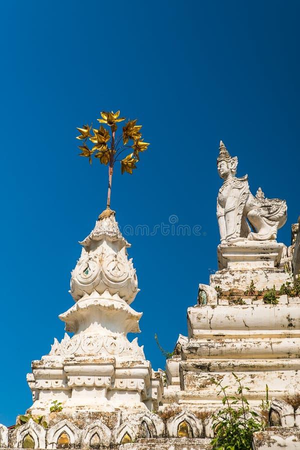 Stupa no templo de Wat Saen Fang em Chiang Mai, Tailândia fotografia de stock royalty free