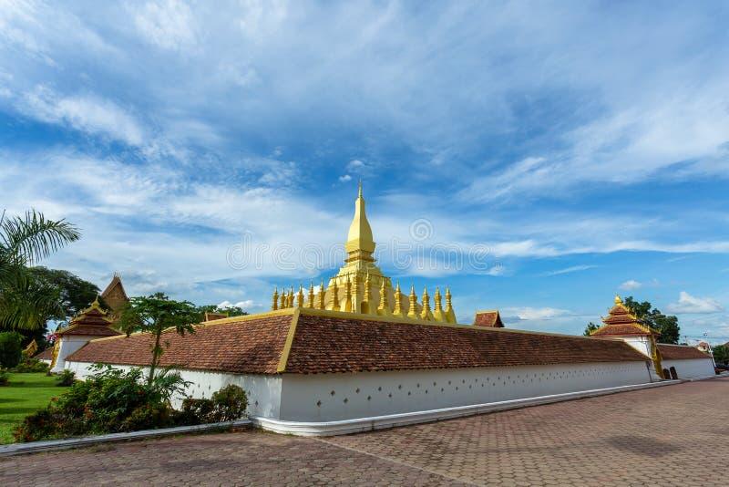 Stupa Pha Który Luang w Vientiane, Laos ja złocistą pokrywę obrazy stock