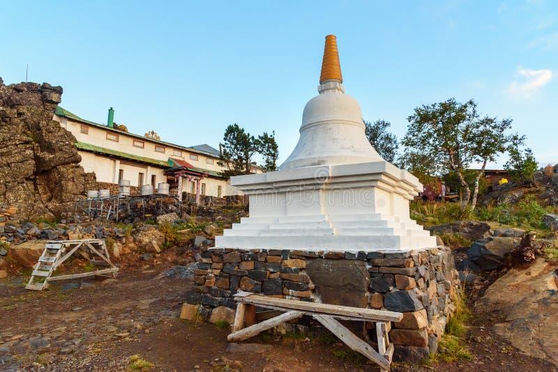 Stupa in Shad Tchup Ling Buddhist-klooster op berg Kachkanar Rusland stock foto