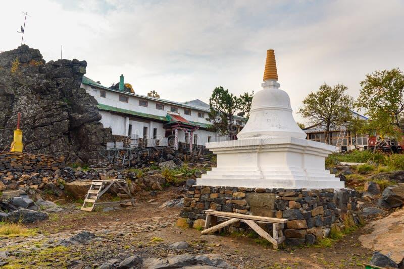 Stupa in Shad Tchup Ling Buddhist-klooster op berg Kachkanar Rusland stock afbeelding