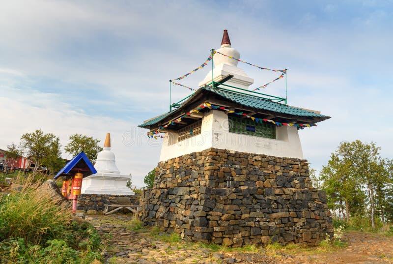 Stupa in Shad Tchup Ling Buddhist-klooster op berg Kachkanar Rusland stock foto's