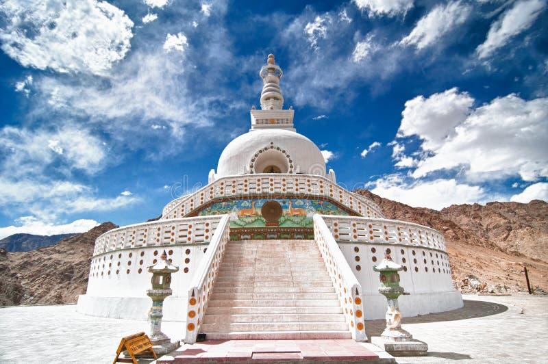 stupa shanti стоковое изображение rf