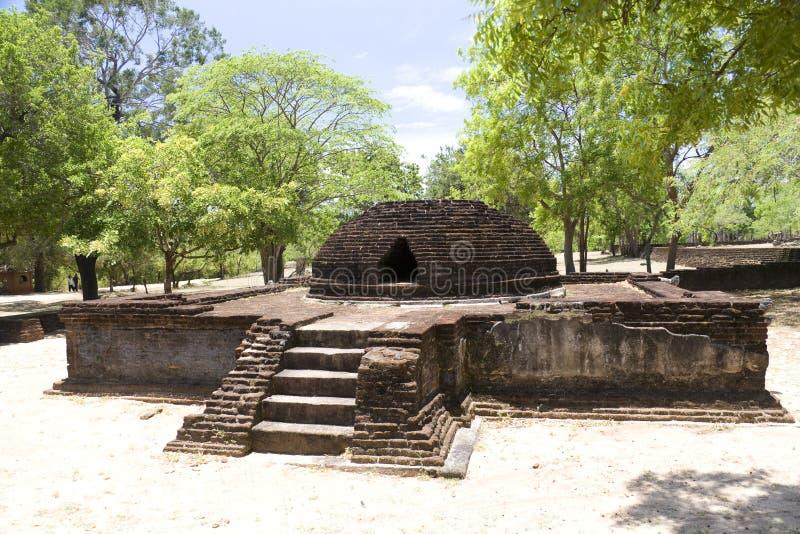 stupa sri parivena lanka крематорий alahana стоковое фото rf