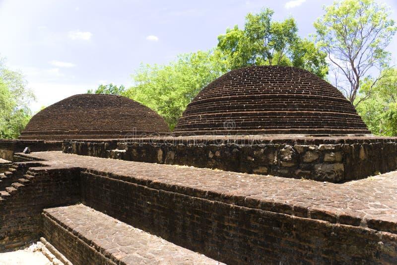 stupa sri parivena lanka крематорий alahana стоковые фотографии rf