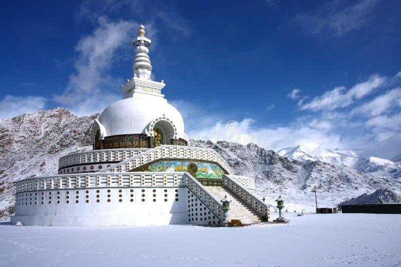 Stupa van Shanti in de winter leh royalty-vrije stock foto's