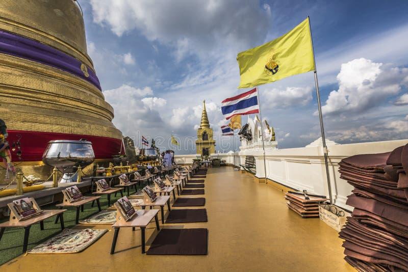 Stupaen upptill av Wat Saket, också bekant som den guld- Mounen royaltyfria foton