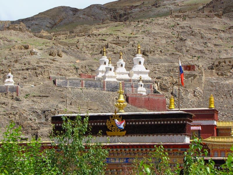 Stupas στο βουδιστικό μοναστήρι Sakya, Θιβέτ, Κίνα στοκ φωτογραφία