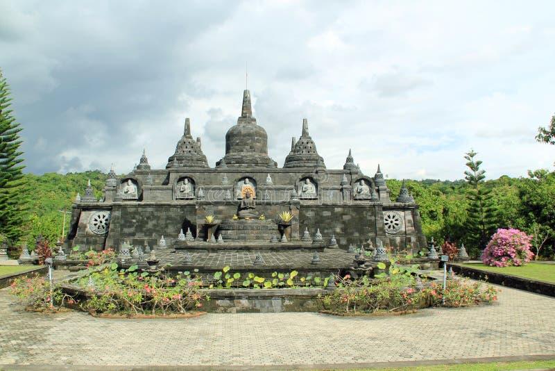 Stupas στο βουδιστικό ναό στο Μπαλί, Ινδονησία στοκ εικόνες