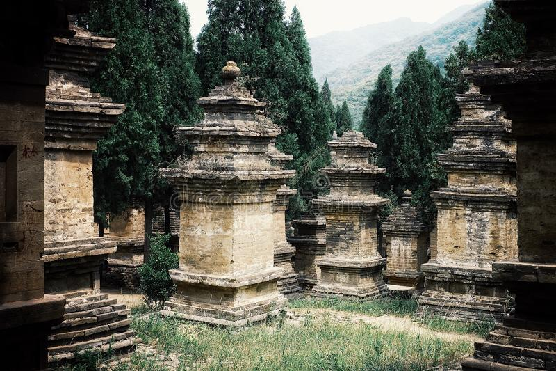 stupas bij de oude wereldberoemde gronden wat de basis voor vele films was stock afbeeldingen