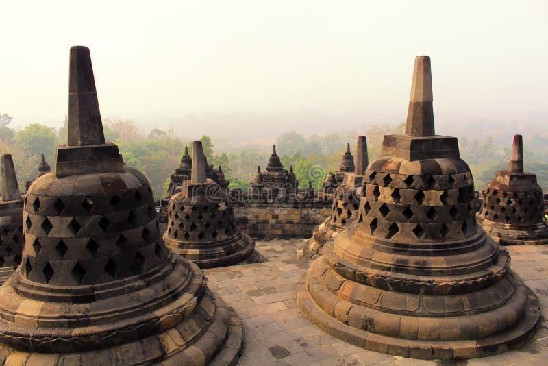 Stupas dans le temple de Borobudur, Java-Centrale, Indonésie images stock