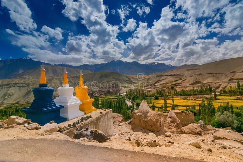 Stupas de Buddist chez Basgo, Leh - Ladakh photographie stock