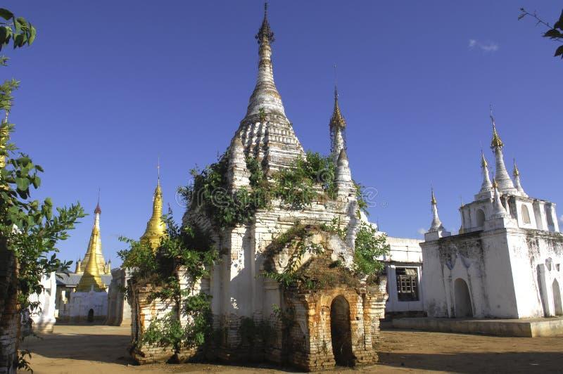 Stupas del lago Myanmar Inle imágenes de archivo libres de regalías