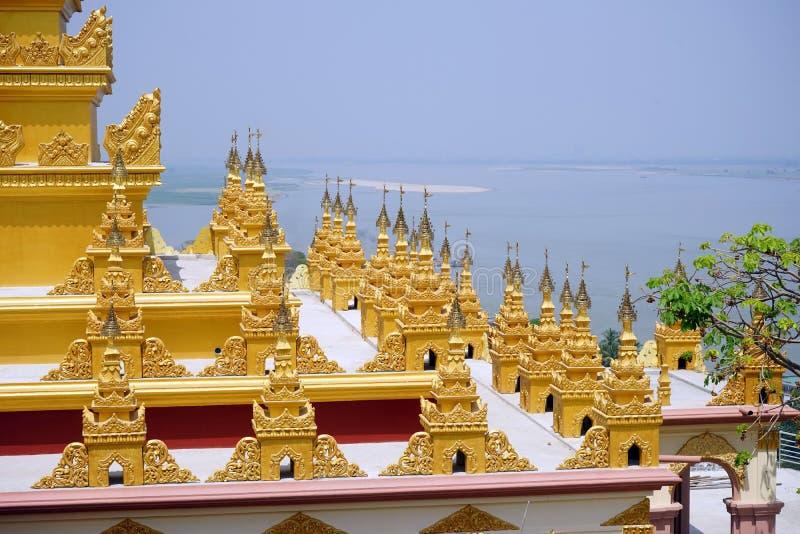 Stupas en la colina fotos de archivo