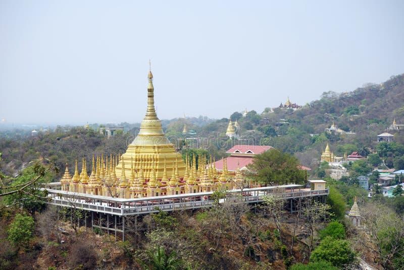 Stupas en la colina imagen de archivo