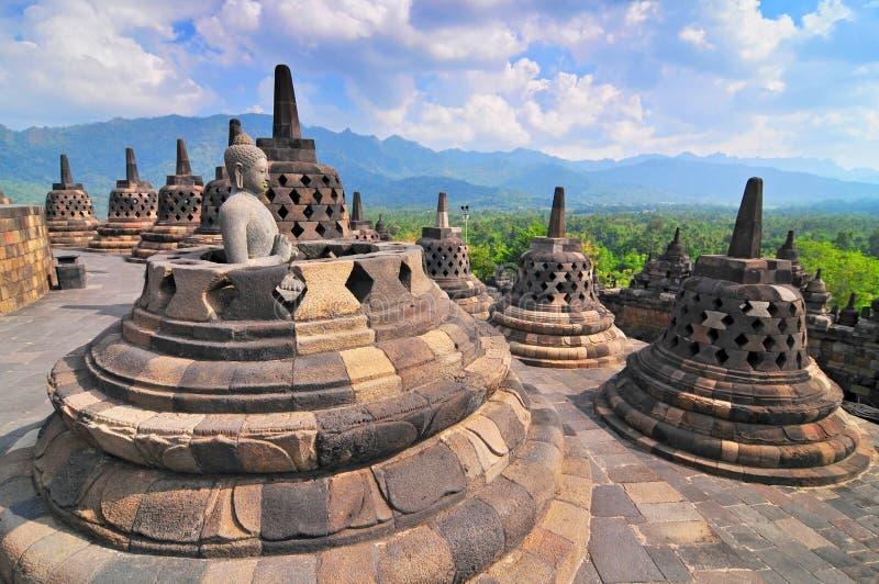 Stupas en Standbeeld van Boedha bij Borobudur-Tempel, Yogjakarta Indonesië stock fotografie