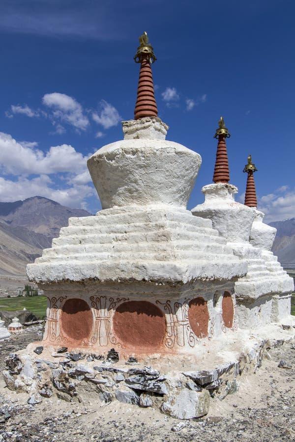 Stupas historique (Gompas) dans Ladakh, Inde image stock