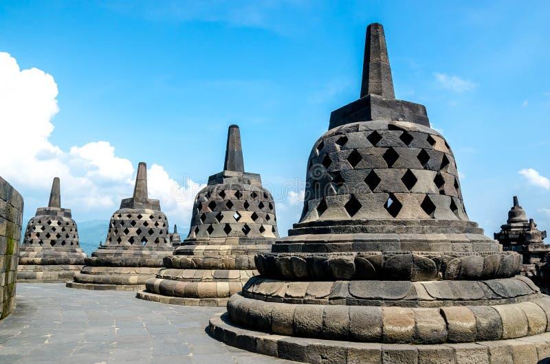 Stupas no templo de Borobudur, Java central, imagens de stock