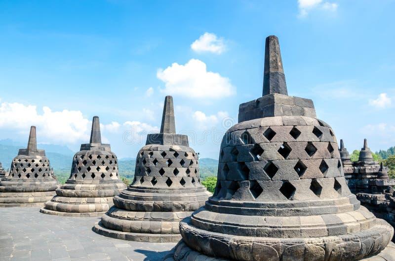 Stupas no templo de Borobudur, Java central, Yogyakarta, Indonésia fotos de stock