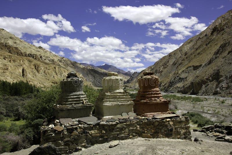Stupas på Mani Wall royaltyfria foton