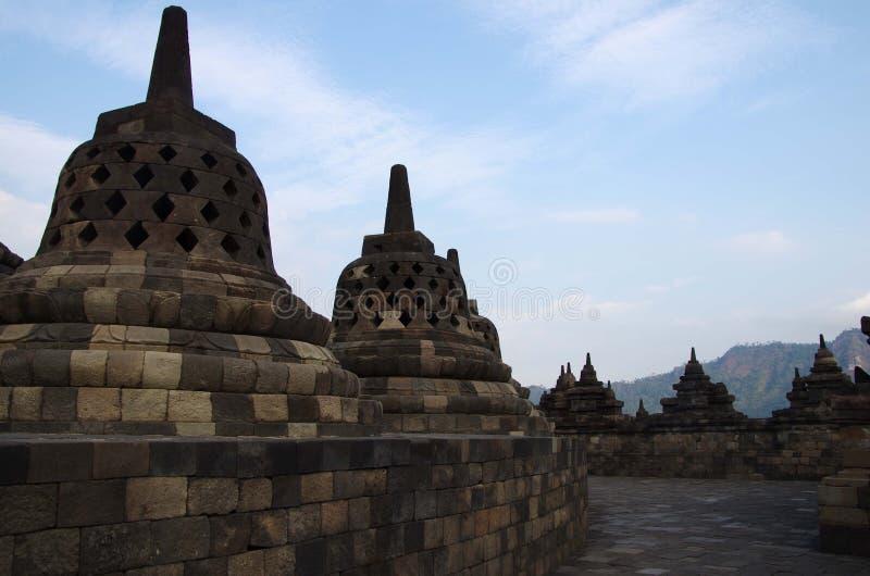 Stupas in He tempio di Borobudur in Indonesia fotografia stock libera da diritti