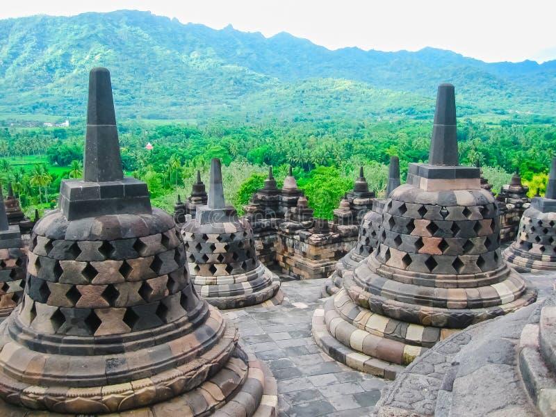 Stupas in tempio di Borobudur, Java centrale all'Indonesia fotografia stock