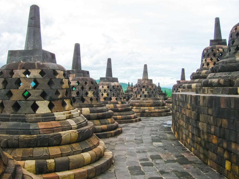 Stupas in tempio di Borobudur, Java centrale all'Indonesia fotografia stock