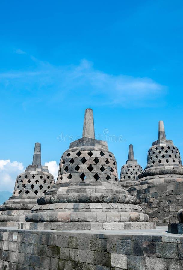 Stupas in tempio di Borobudur, Java centrale, Yogyakarta, Indonesia fotografie stock