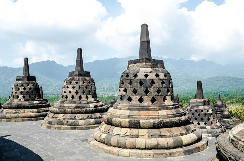Stupas in tempio di Borobudur, Java centrale, Yogyakarta, Indonesia fotografia stock