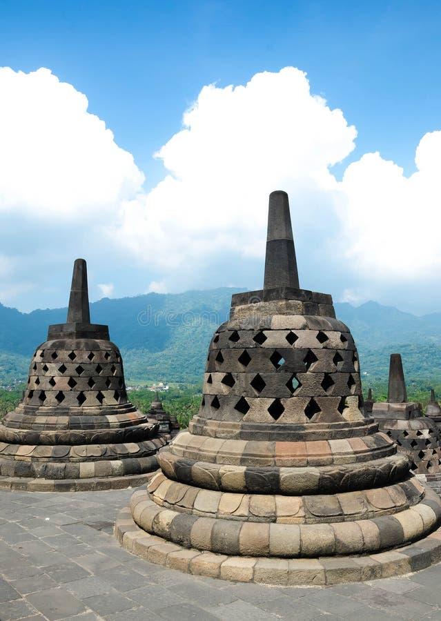 Stupas in tempio di Borobudur, Java centrale, Yogyakarta, Indonesia immagine stock