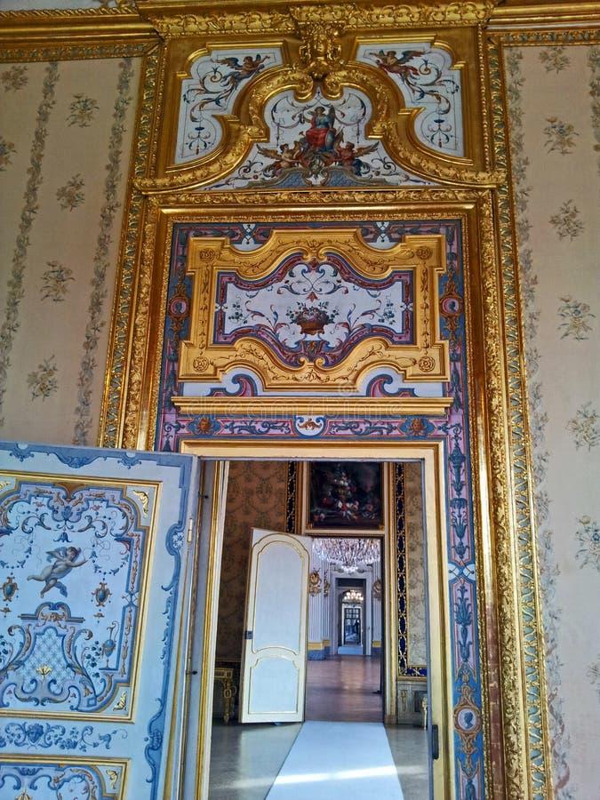 Stupinigi Italien Turin för kunglig slott korridor mellan rum till berömda stora Hall royaltyfri foto