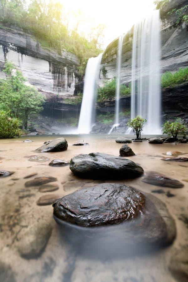 Stupore di Huai Luang Waterfall in Ubon Ratchathani, la Tailandia fotografia stock libera da diritti