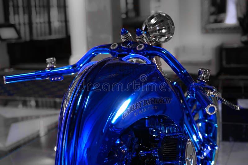 Sturen van Harley-Davidson Blue Edition, de duurste motor in de wereld royalty-vrije stock foto