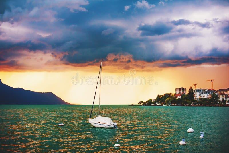 Sturm über Genfersee stockfoto