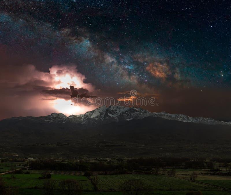 Sturm in der Nacht lizenzfreie stockbilder