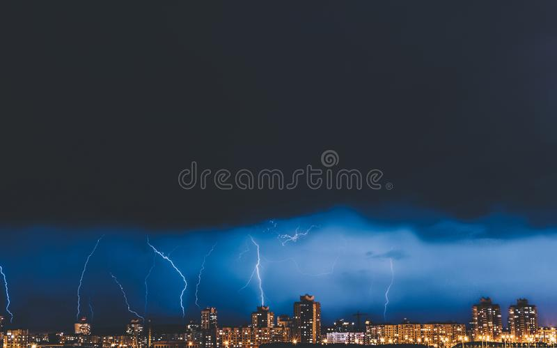 Sturm-nächtlicher Himmel stockfotos