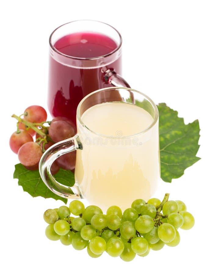 Sturm: Rode en witte die wijn met druiven wordt verfraaid stock afbeelding