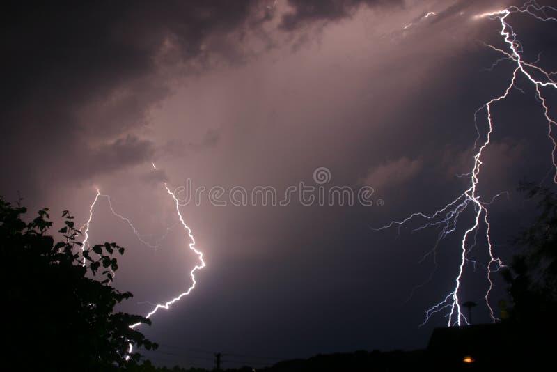 Sturm und Blitz stockfotografie