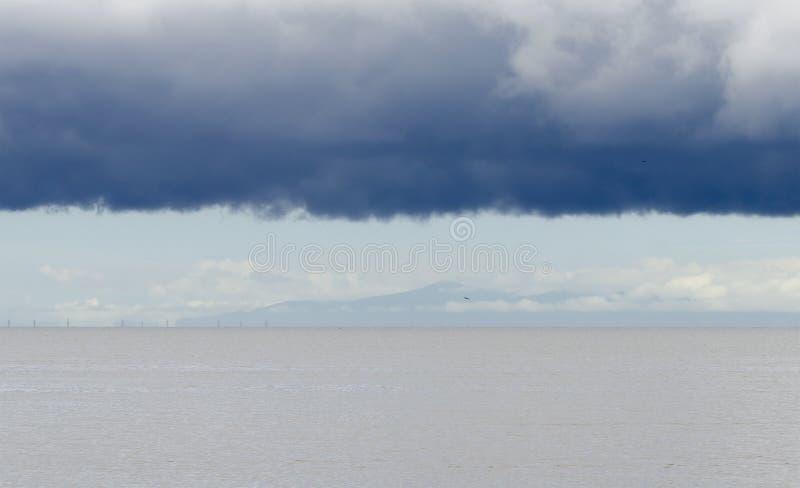 Sturm-Wolken über dem Golf von Paria stockbilder