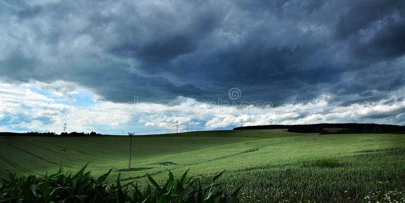 Sturmwolkenlandschaft lizenzfreie stockbilder