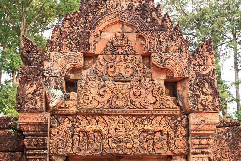 Sturz in Banteay Srei stockbilder