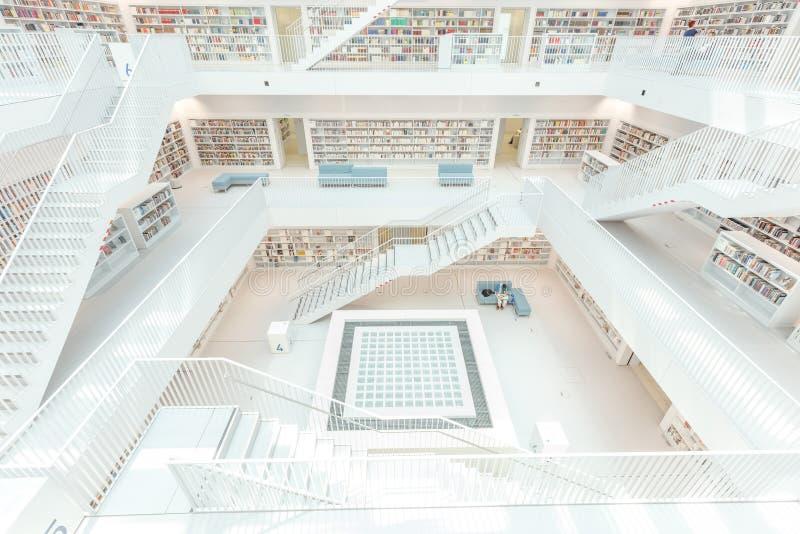 Stuttgart, Alemania - 5 de abril de 2018: Interior del nuevo público l fotos de archivo
