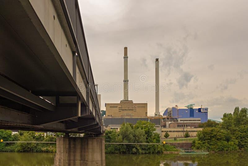 STUTTGART, ALEMANIA - SEPTIEMBRE 04,2016: Esta central eléctrica de ENBW está en Gaisburg imagenes de archivo