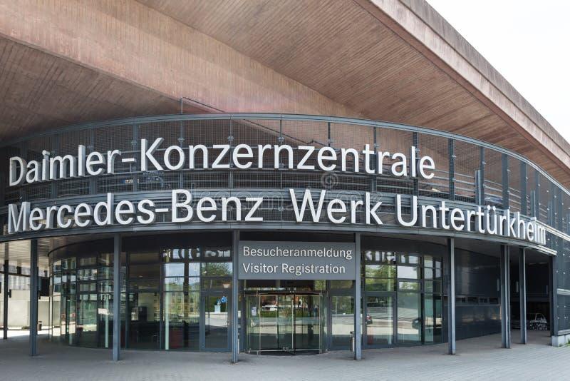 Stuttgart, Baden-Wurttemberg/Alemania - 21 08 18: fábrica central Stuttgart Alemania del daimler imagen de archivo