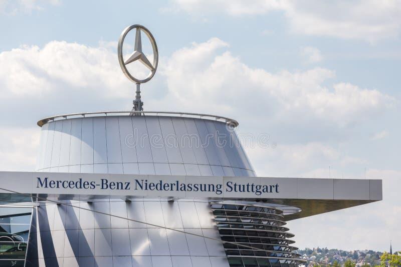 Stuttgart, Baden-Wurttemberg/Alemania - 21 08 18: fábrica Stuttgart Alemania del Benz de Mercedes imágenes de archivo libres de regalías