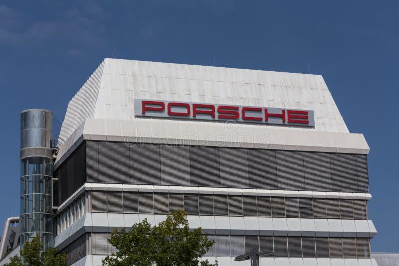 Stuttgart, Baden-Wurttemberg/Alemania - 21 08 18: la fábrica Stuttgart de Porsche zuffenhausen Alemania foto de archivo libre de regalías