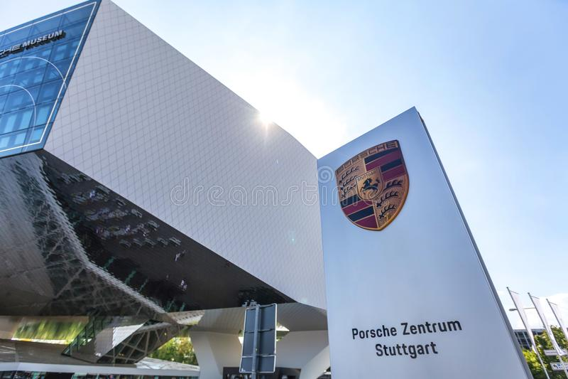 Stuttgart, Baden-Wurttemberg/Alemania - 21 08 18: museo Stuttgart Alemania del coche de Porsche fotografía de archivo libre de regalías